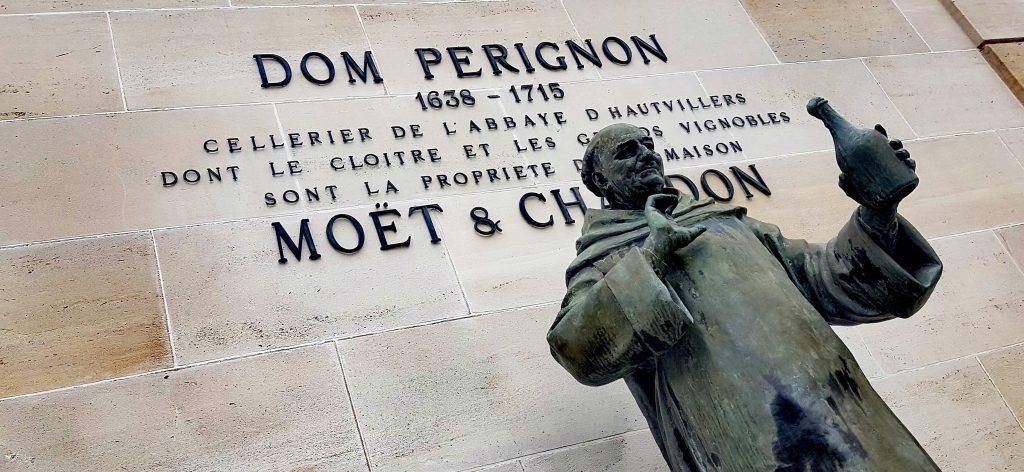 La statue de Dom Perignon par Moet et Chandon au niveau de l'avenue de Champagne à Epernay