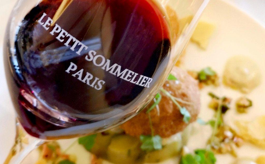 Un verre du vin Petit Soleil (Bordeaux 2016) au restaurant Le Petit sommelier de Paris