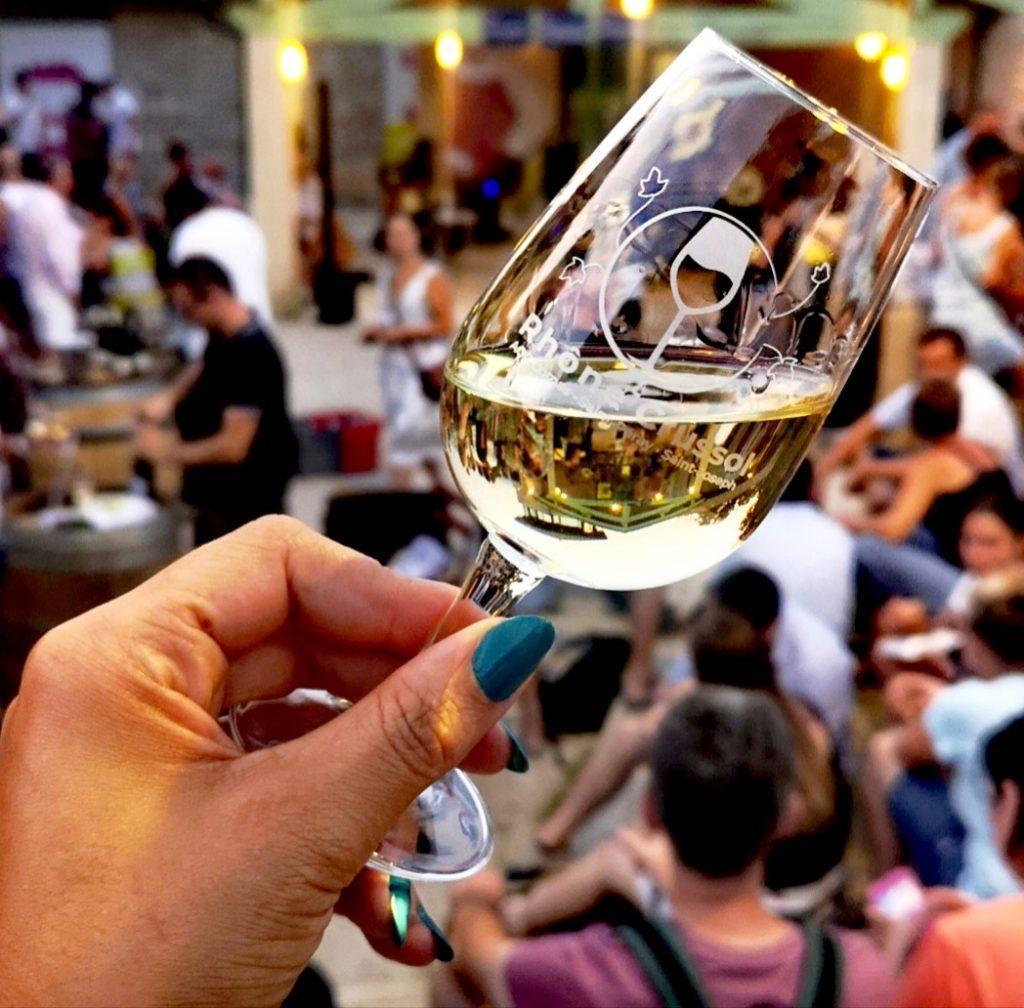 Un bon verre de vin dans une ambiance conviviale et musicale