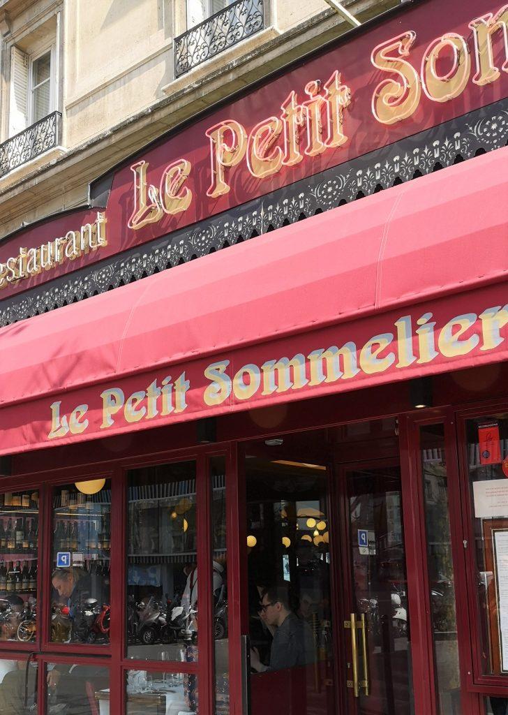 La devanture du restaurant Le Petit Sommelier, situé au  49 Avenue du Maine dans le 14ème arrondissement de PAris (75014)