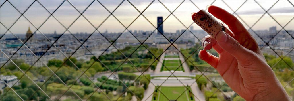 Dégustation du vin du domaine de la bouce du roi par la winerie parisienne à la tour tour eiffel