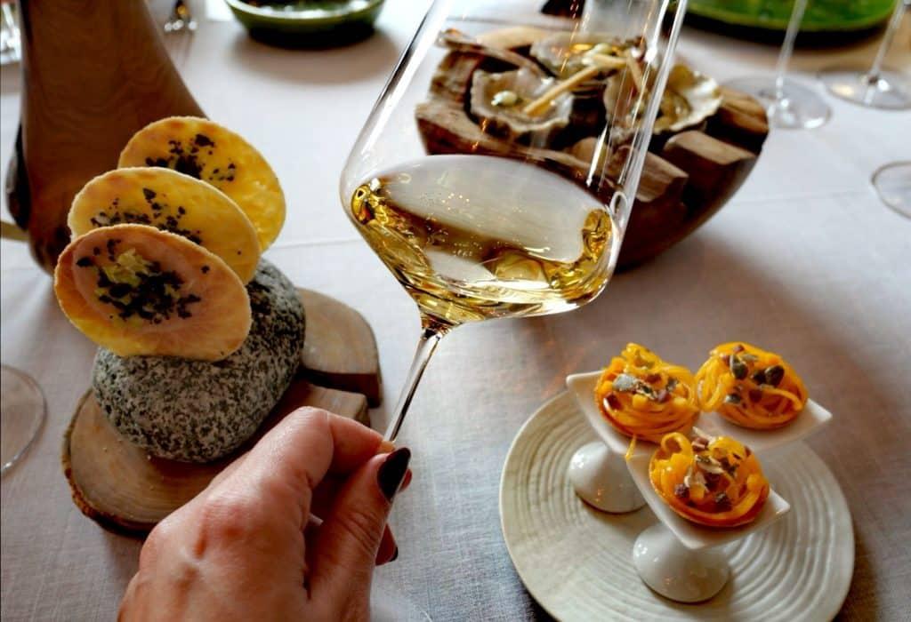 La formation sommellerie mêle vin et gastronomie, pour préconiser les meilleurs accords