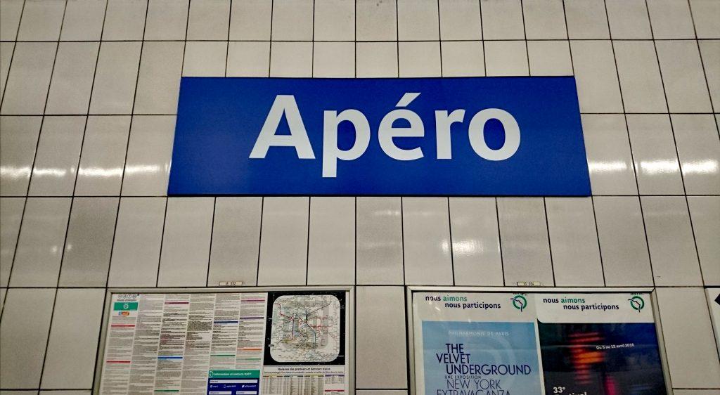 Résister à l'appel de l'apéro (ici à la station Opéra, blague de la RATP du 1er avril 2016)